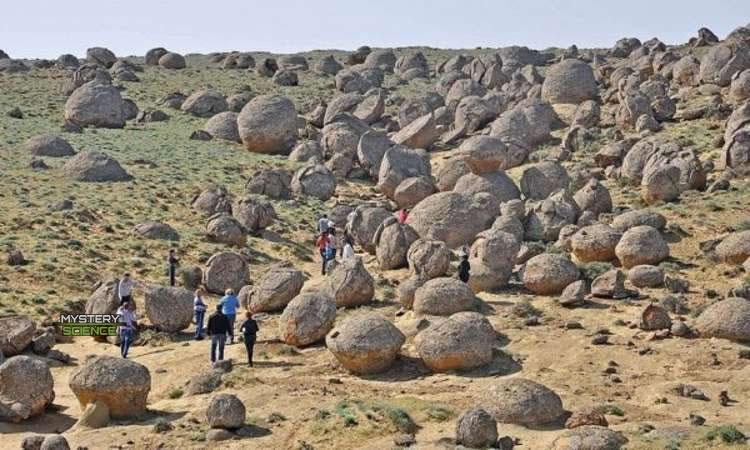 Rocas redondas en el Valle de Torysh