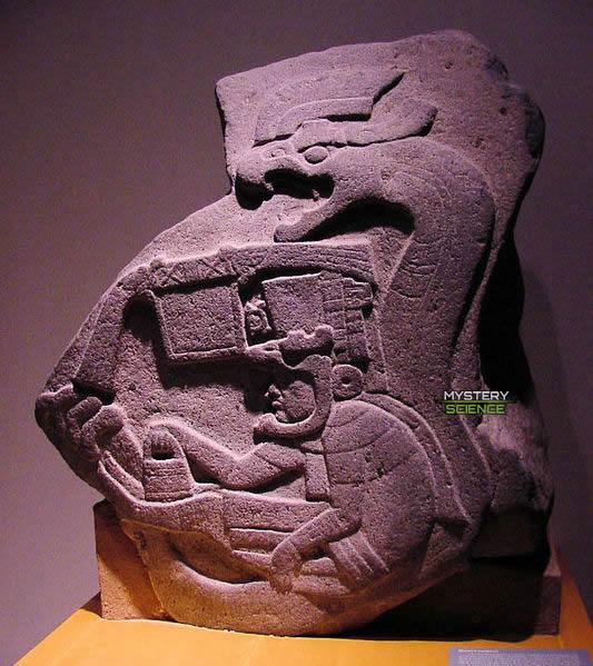 Monumento 19, de La Venta, la primera representación conocida de la Serpiente Emplumada en Mesoamérica
