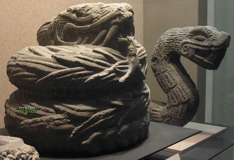 Serpiente escultura olmeca