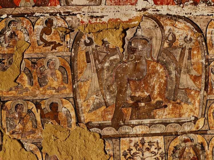 En algunas de las cuevas Mustang se han encontrado murales budistas