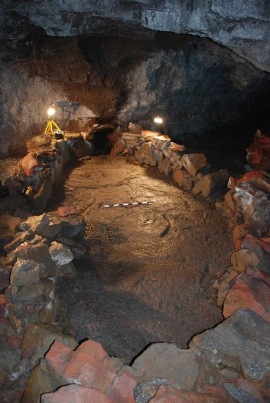 barco de piedra en una cueva de Islandia podría evitar el fin del mundo, según los vikingos