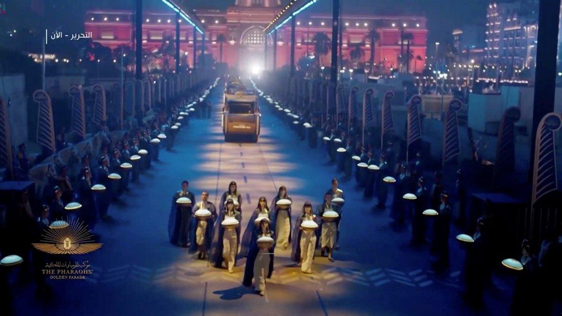 desfile de momias y reyes del antiguo Egipto por las calles de El Cairo