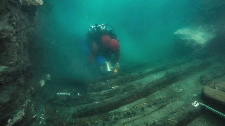 Hallan los restos de un barco en las ruinas de una antigua ciudad egipcia sumergida