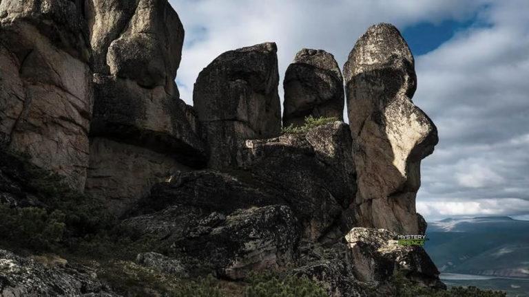 Los enigmáticos «hombres de piedra» de las montañas sagradas de Rusia